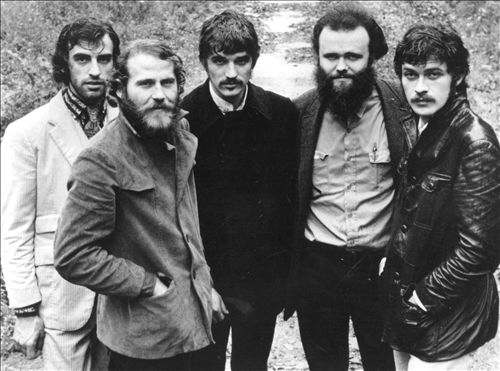 FANNY - … por la letra de la canción The Weight del grupo The Band que pareció en su disco Music from Big Pink en 1968. Aquí, una versión en directo en el festival de Woodstock de 1969.