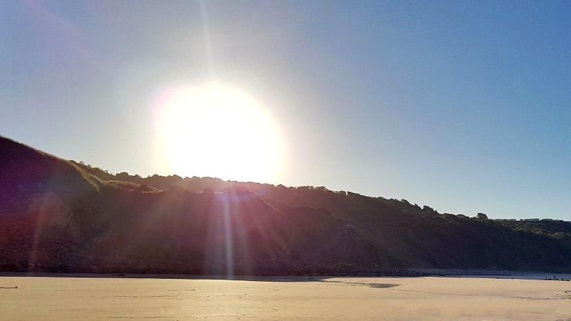261_Sca_Beach_Sun.jpg