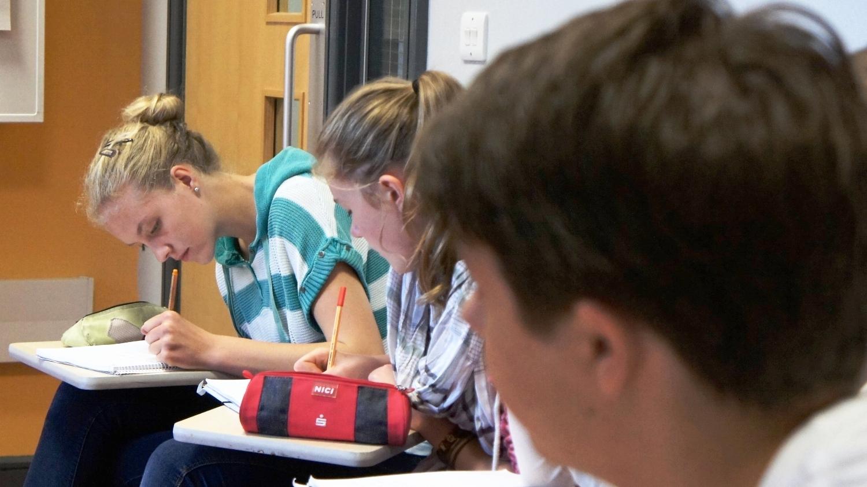 S6F_Students_Writing_03345.jpg