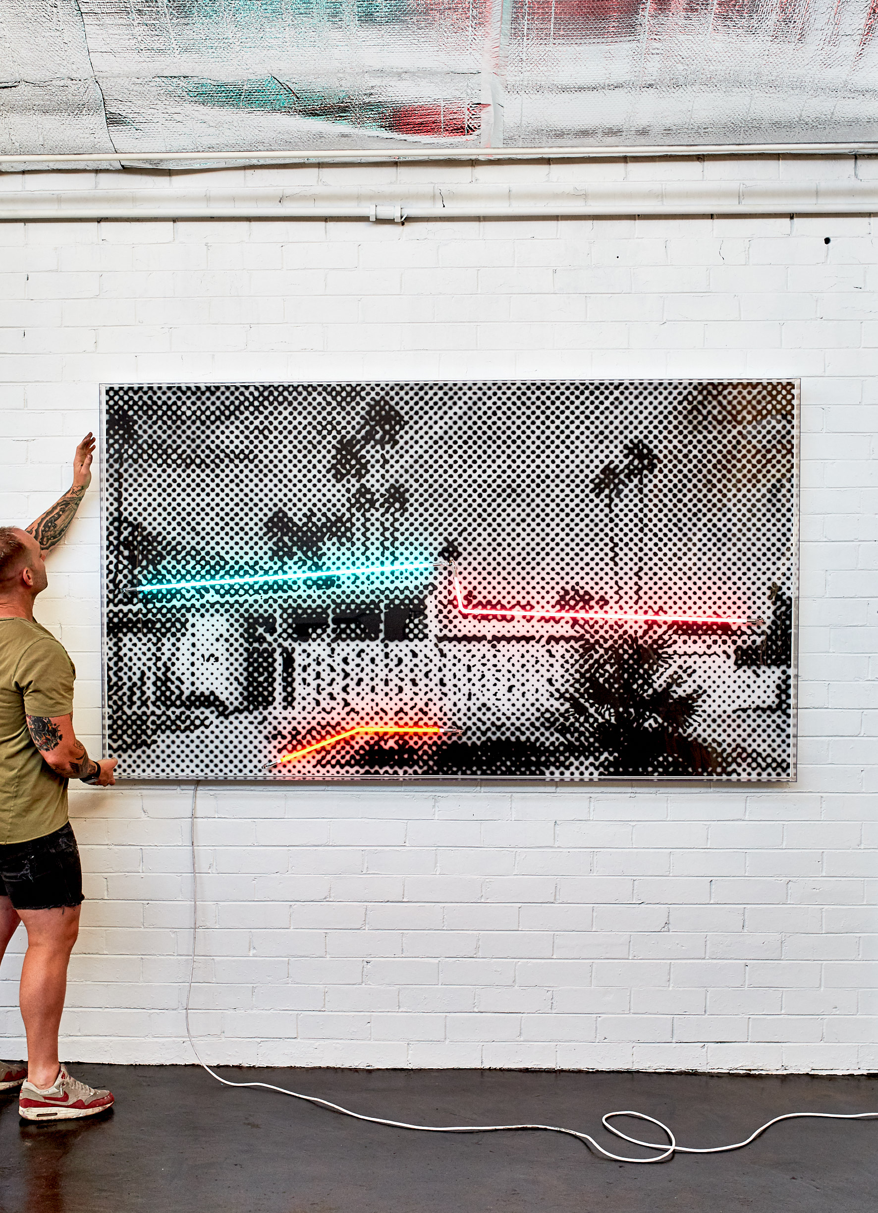 Twin Palms, 2019  Airbrush polymer and neon on Dibond, Acrylic frame 120x200cm