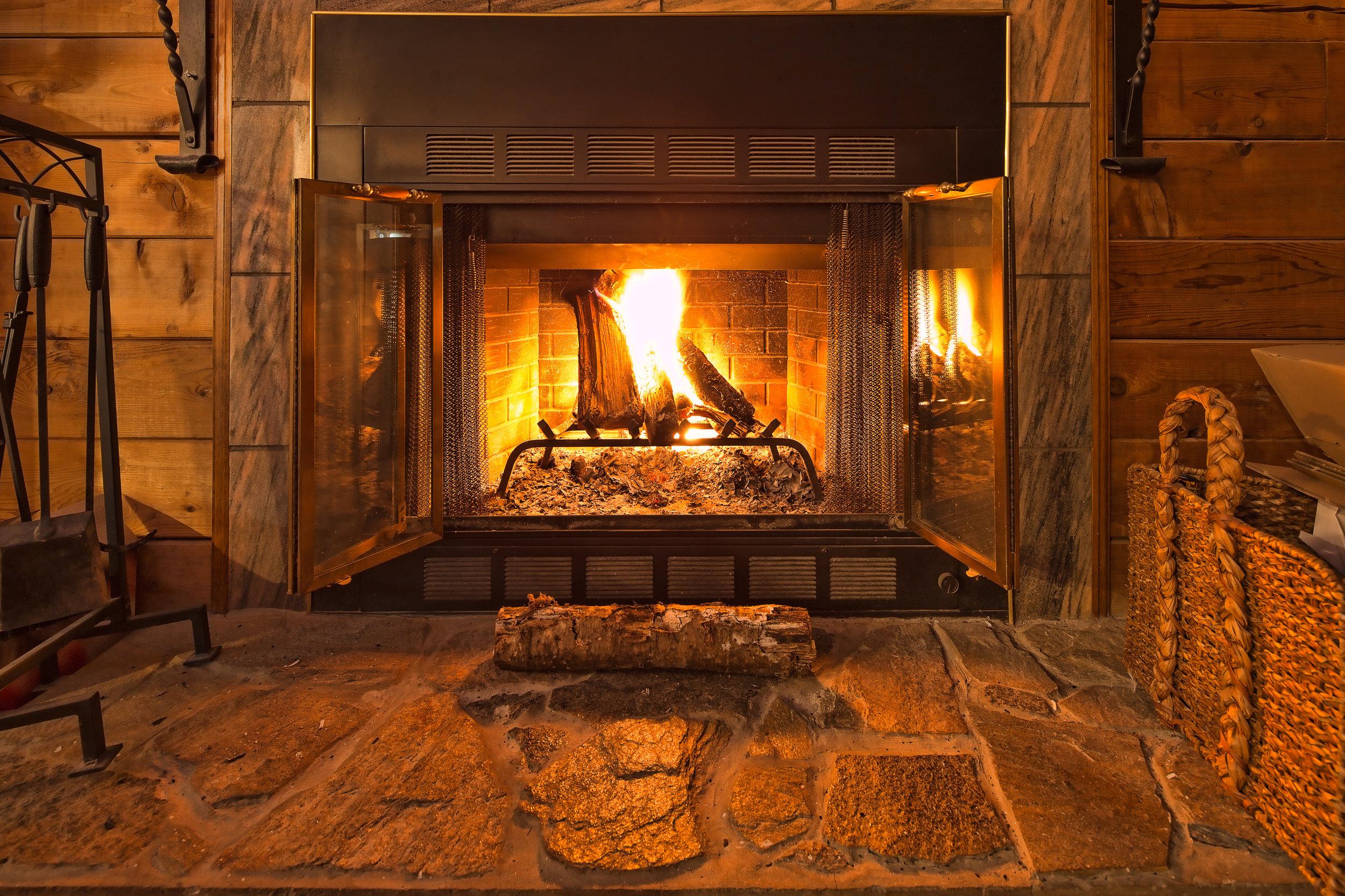 Warm-Fireplace-474076023_3867x2578.jpeg