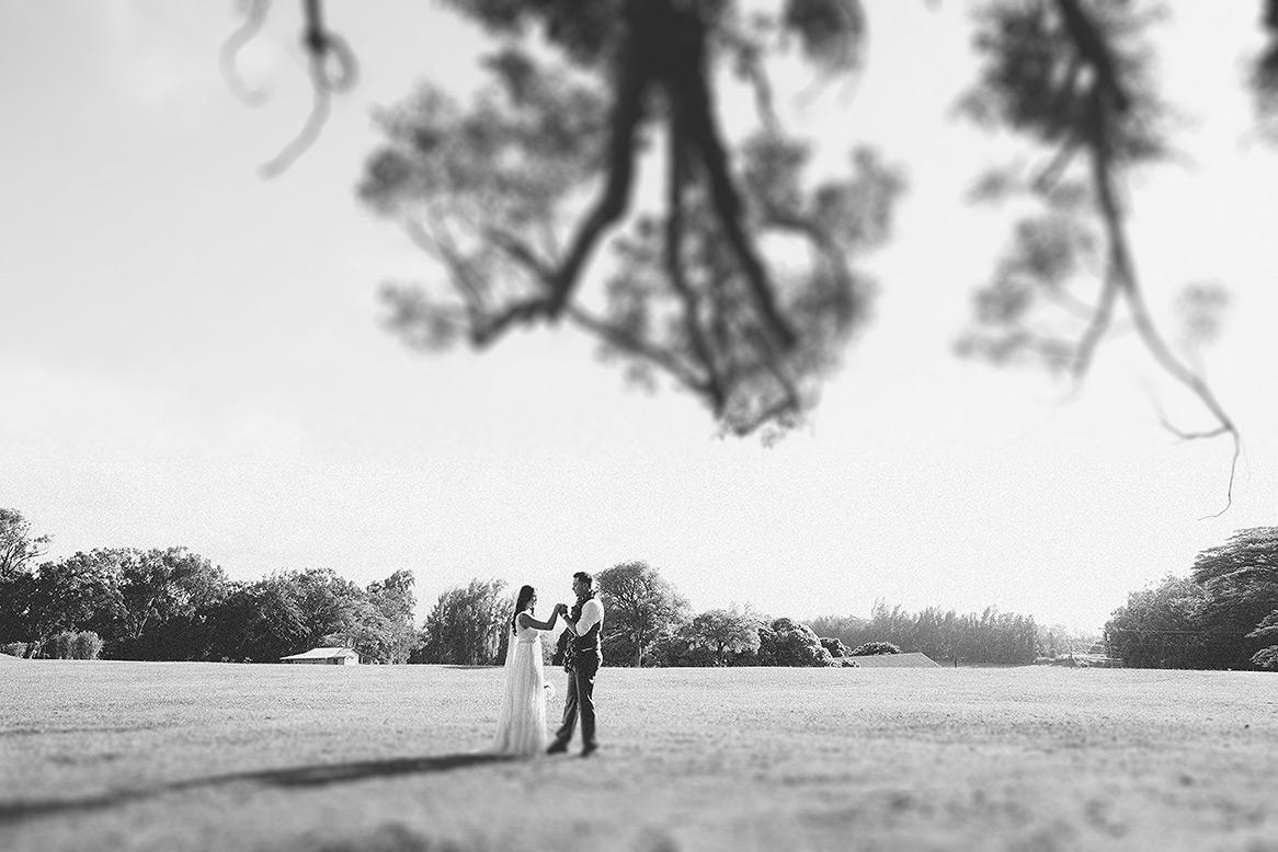 destination_wedding_photographer_hawaii_sunset_ranch_oahu14.jpg