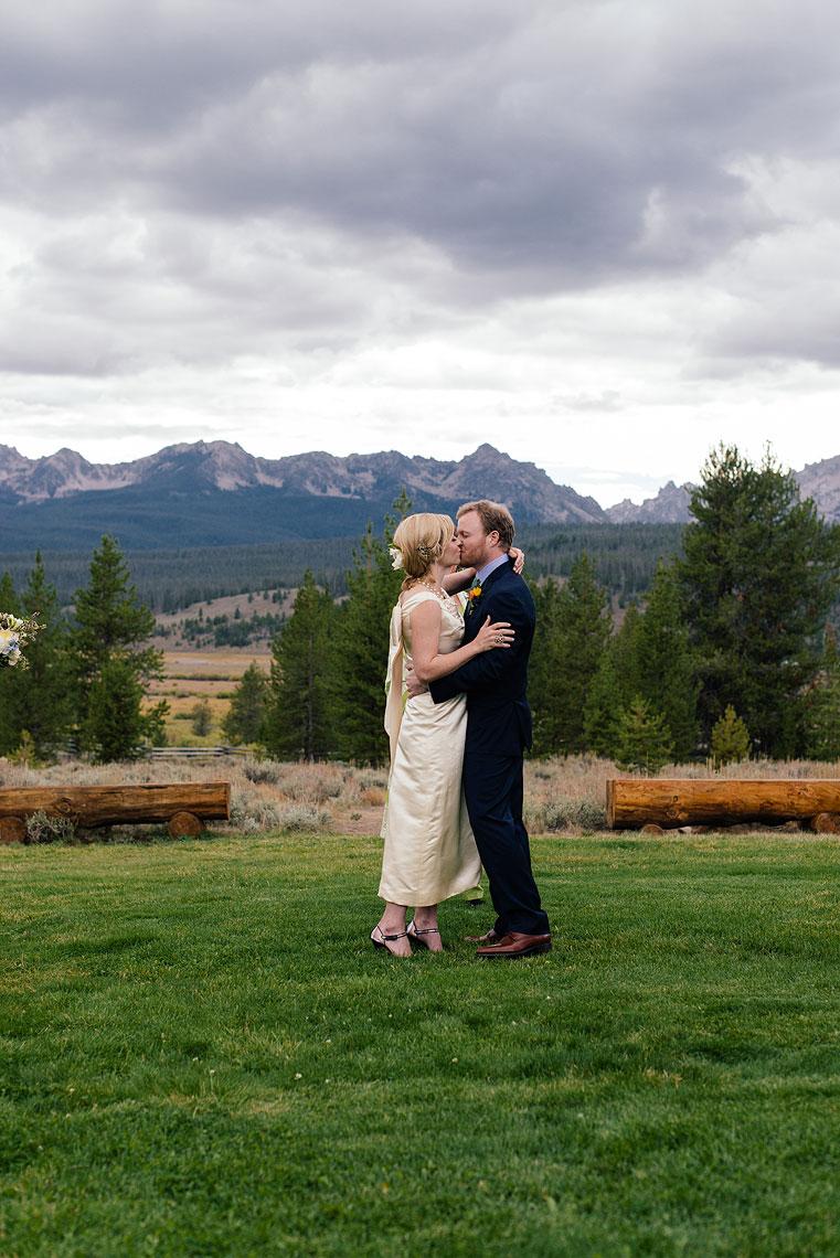 09-idaho-rocky-mountain-ranch-destination-wedding.jpg