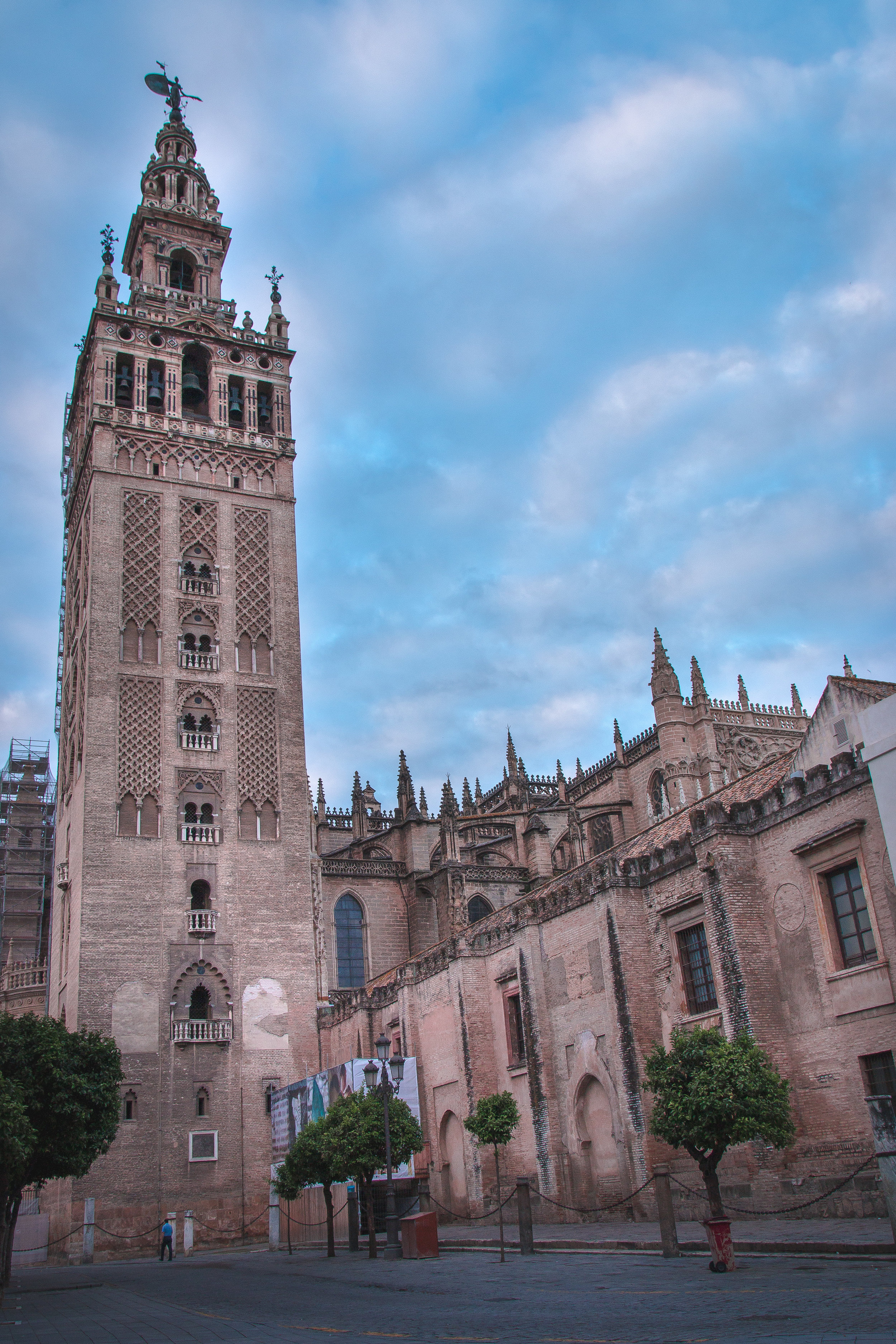 Must-see-places-in-seville-the-cathedral-giralda.jpg