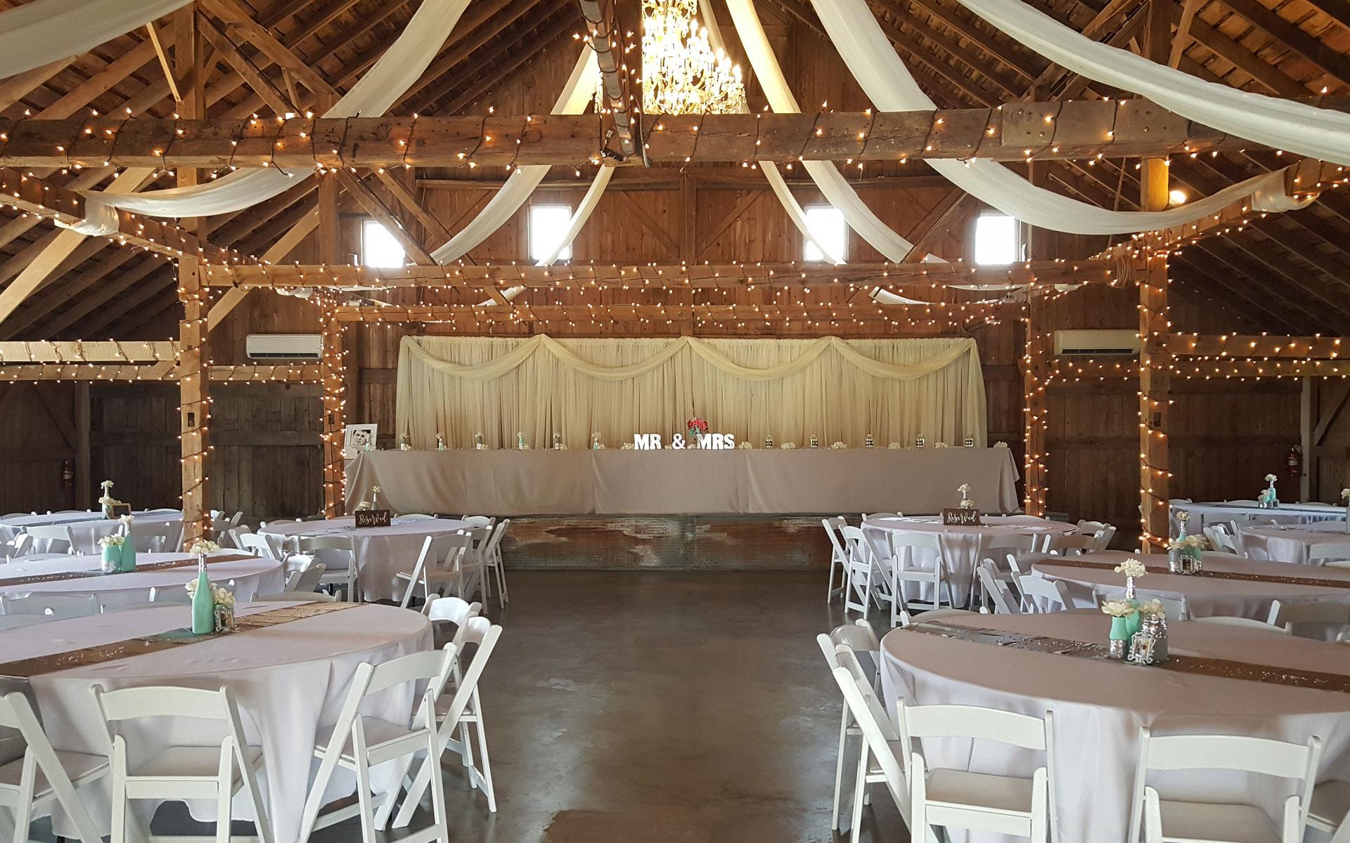 Interior-Barn-MrMrsTable.jpg