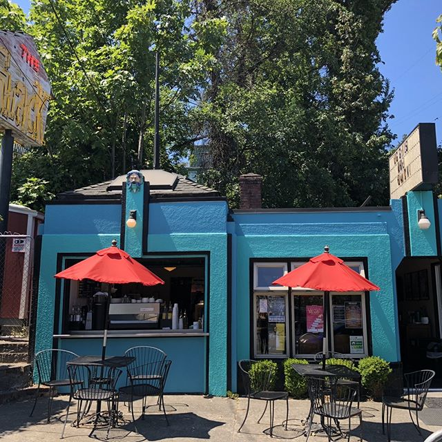 Is there anything better than a Seattle summer? Oh, sunshine & an iced coffee in-hand. #duh #yesplease #livinthedream #shackcoffee #icedcoffee #summertimevibes