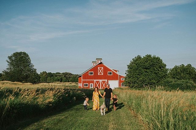 What is better than a barn backdrop for a Midwest shoot?  Barn Minis coming up!! #barn #midwest #midwestphotographer #country #field #family #photography #photoshoot #thehancocksimagery #candid #inthemoment #sunset