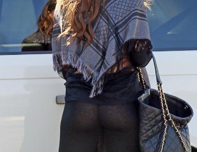 sofia-vergara11-sheer-stockings-12152011-06-675x900.jpg