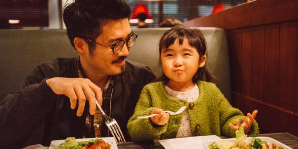 kid-in-restaurant-3-600x300.jpg