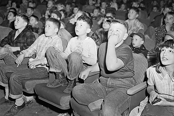 halloween-kids-scared-movie-theater-600x400.jpg
