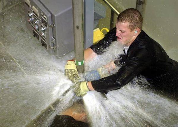 plumber-fixing-emergency-burst-pipe-min-600x428.jpg