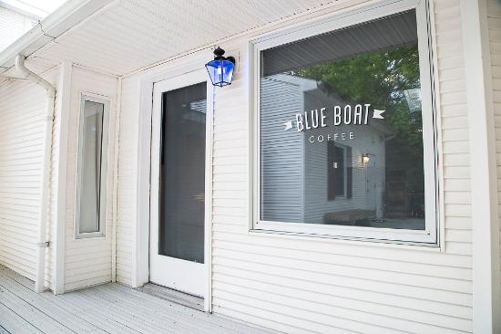 Blue Boat - Leland's best coffee shop. Enjoy freshly brewed MADCAP coffee, classic espresso drinks and unique seasonal specials.(231) 994-3760