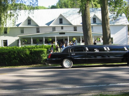 Manor on Glen Lake - A fine dining restaurant, offering a beautiful location for weddings, from the ceremony overlooking Glen Lake and the Sleeping Bear Dunes, to Wedding Receptions and Rehearsal Dinners, to Wedding showers and brunches.231-334-0150