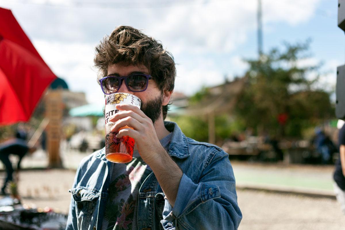 Mathieu remercie le Dieu Alcool