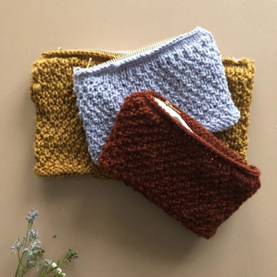 PLYSTRELittle Knit Purse - Knit your own little purse available in 2 sizes.An easy project, knitted in moss stitch in the roundFrom super chic Norwegian store.FREE PATTERN