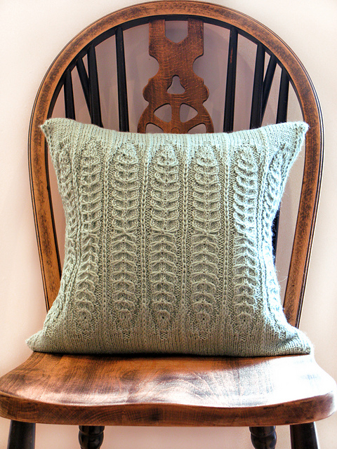 JEANETTE SLOANOistens Pillow - Have you made a scart, hat, socks for every Knitworthy person in your life? UK designerJeanette Sloan has gorgeous patterns for pillows, bags and garments available. £3.00 GBP