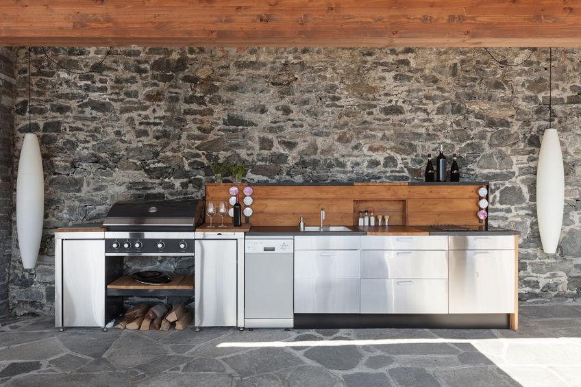 Outdoor Kitchens - Cree el espacio de entretenimiento perfecto y cocine afuera de la casa con nuestra linea BBQ Masters.