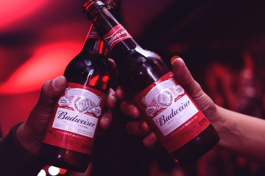 Budweiser-Bottles-900x600.jpg