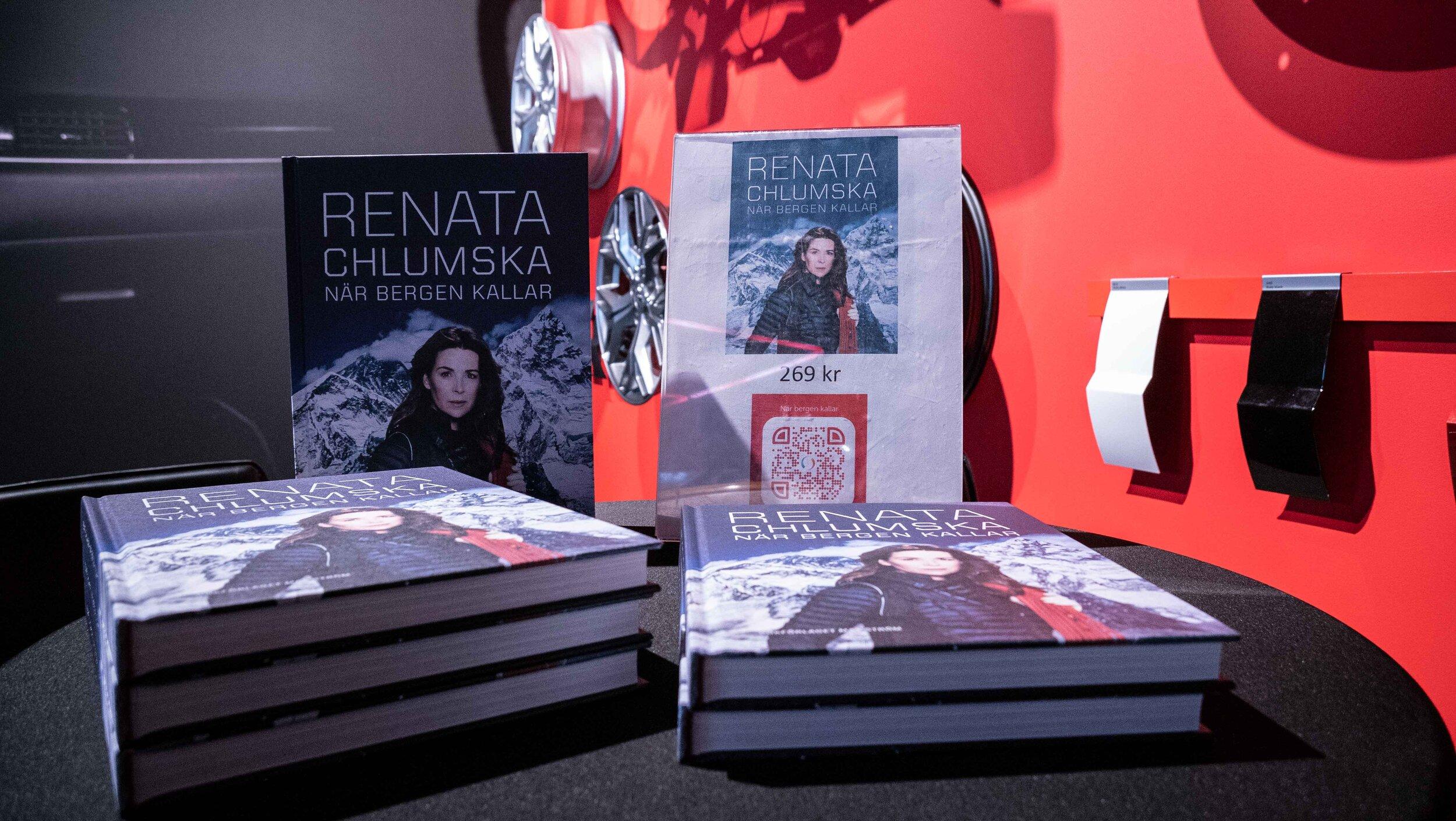 BOOK SIGNING WITH RENATA CHLUMSKA