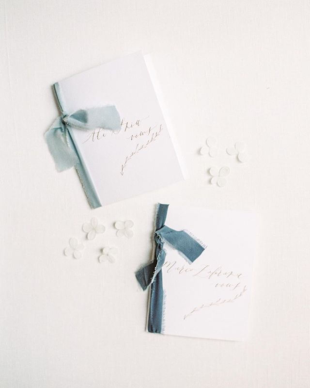 Is there anything more romantic than handwritten vow books? Books and calligraphy by the talented @kelseymaliecalligraphy and that silk ribbon game from @tonoandco  Photography: @kenzievictory  #vowbooks #calligraphyvowbook #destinationwedding #destinationweddingplanner #utahweddingplanner #parkcityweddingplanner
