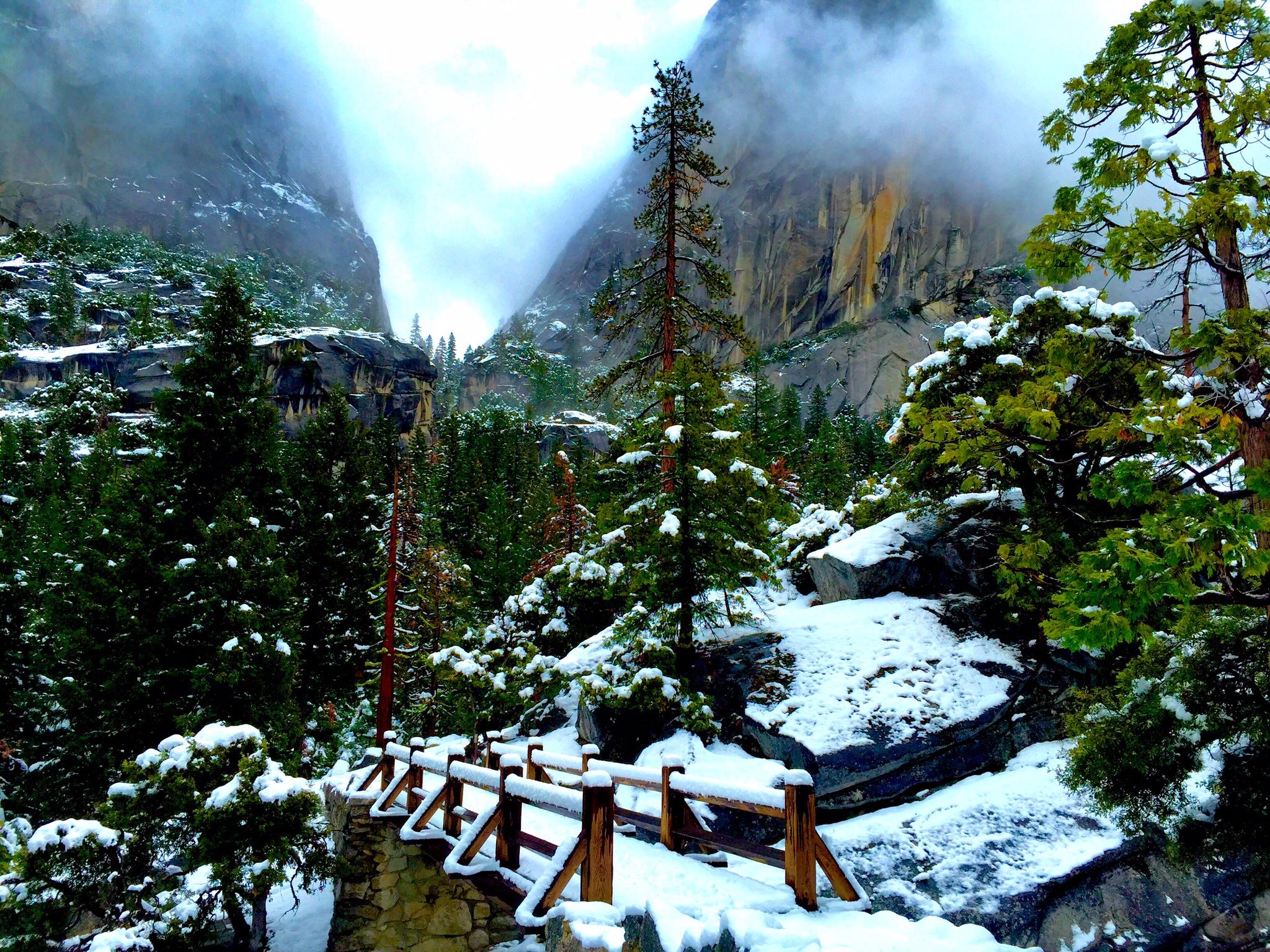 the foot bridge to nevada falls trail