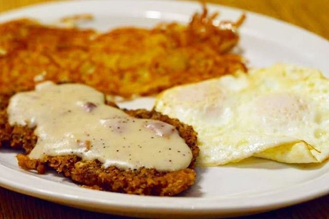 Chicken fried free range New York steak and eggs 🍳 #freerange #goldenharvestcafe #chickenfriedsteak #eggs #breakfastfood