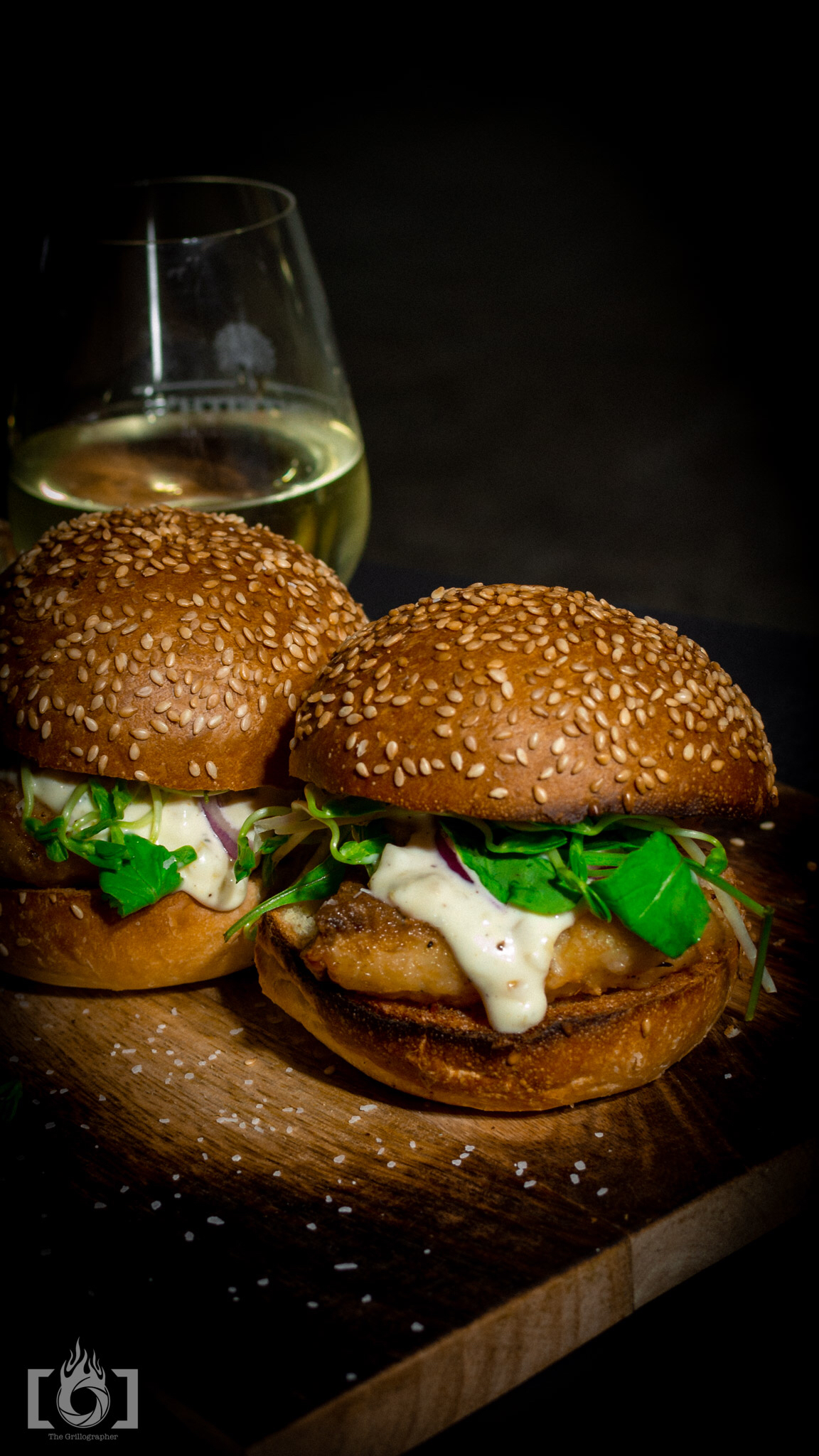 fish slider with lemon dressing and wine