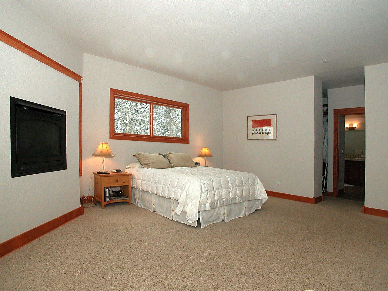 7880_homesteader_dr_MLS316700_HID234515_ROOMmasterbedroom2.jpg
