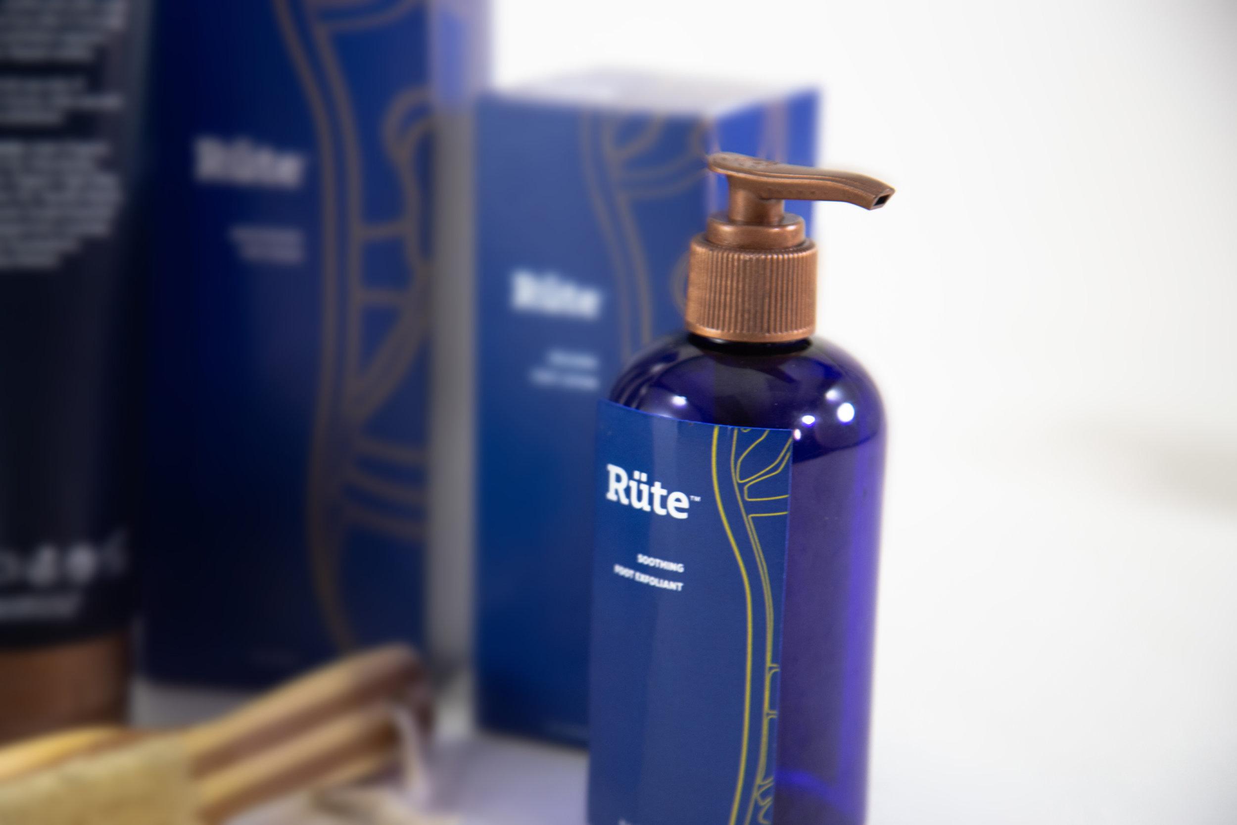 ClaytonSmith_detail6_Cosmetics_Rüte™.png.jpg.jpg