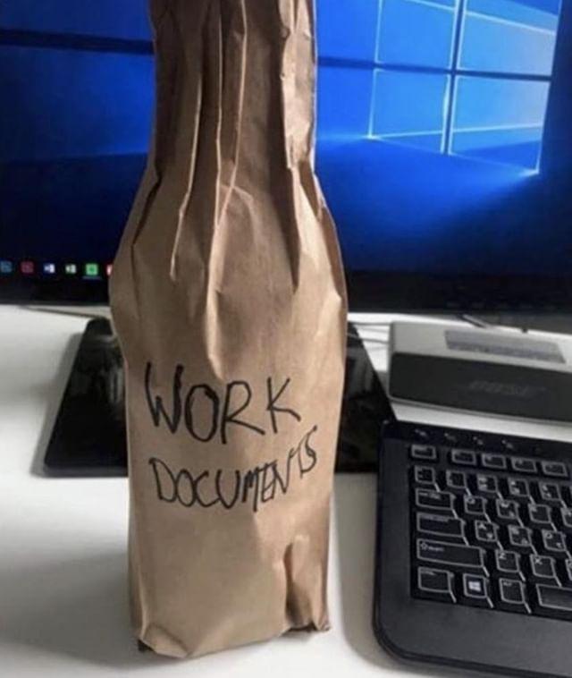 Walking into work on a Monday like... 😎⠀ .⠀ .⠀ .⠀ .⠀ .⠀ #sarcasticmum #mondaymum #workingparents #hardworker #funnymum #mondaysucks #parentsofsydney #mumsofmelbourne #mynder