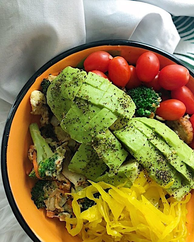 I had delicious matcha and a @chomps stick this morning, but I am so ready for this 3pm bowl of goodness! Farm egg, @traderjoes organic chicken sausage, cabbage, broccoli, cherry tomatoes, avocado chunks with kelp granules, and @iggysaliveandcultured local raw turmeric kraut 😋 ... ... ... ... ... ... ... ... ... ... ... #traderjoes #ketorecipes #ketodiet #whole30breakfast #jerf #traderjoesfinds #whatanutritionisteats #whole30food #myfoodfreedom #foodfreedomforever #healthyfoodshare #cleaneats #cleaneating #eeeeeats #keto #paleoliving #paleodiet #nutritionaltherapy #lifeafterwhole30 #nogluten #glutenfree #nutritioncoach #iamwhole30 #nutritionist #whole30recipes #glutenfreeliving  #whole30homies #whole30 #justeatrealfood #dairyfree