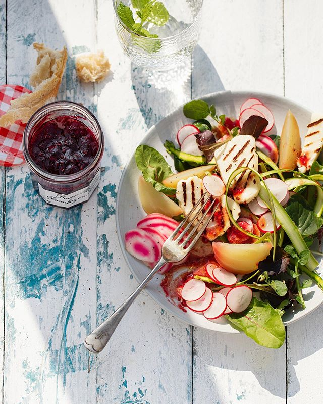 Since we shot this one, we've made it multiple times for our studio lunch 🥙 a green salad of [BBQ] roasted beetroot, grilled halloumi and a vinaigrette of Bonne Maman raspberry jam ... #photography #for @bonnemaman_nl #byus @rolindawindhorst #production #foodstyling @martinesteenstra #publication @fightclub.digital #jam #beetroot #foodphotography #foodlovers #contentstudio