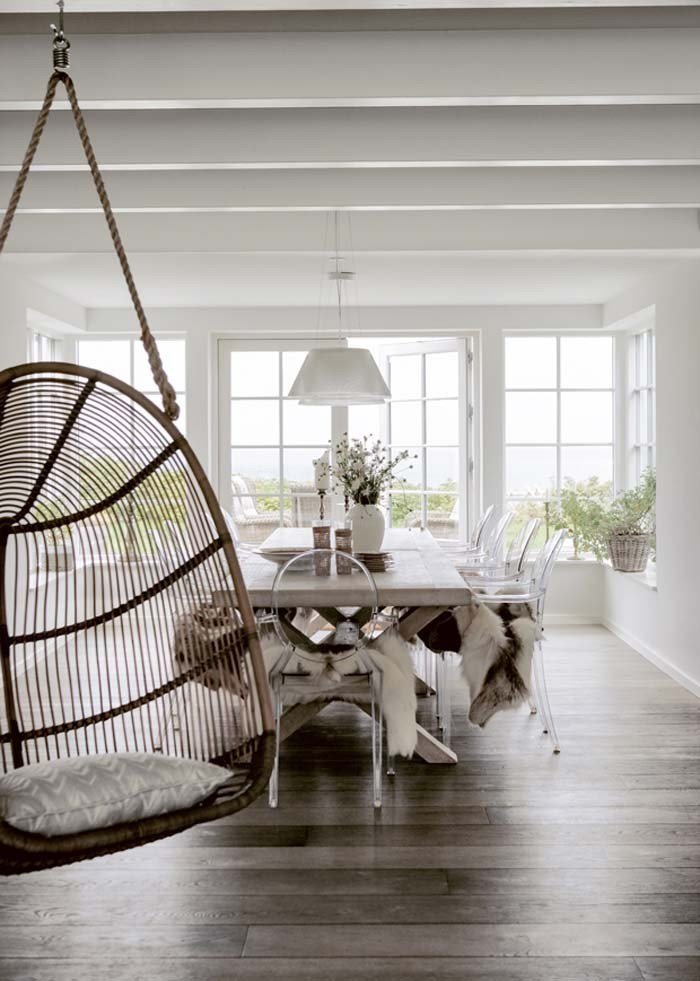 furniture:  a sophisticated & fun hanging chair,…  why not?