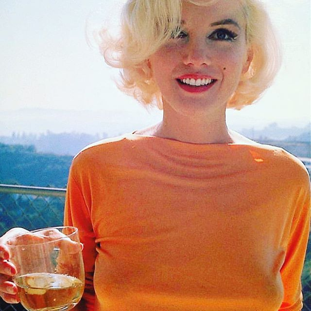 Cheers🍸to a weekend with family! #tgif #marilynmonroe #myfave #showerdesign #hollywoodicon #mcbridedesign