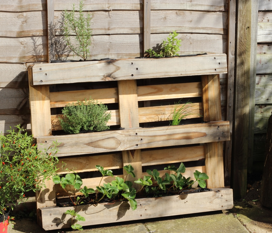 how to make a pallet herb planter.jpg