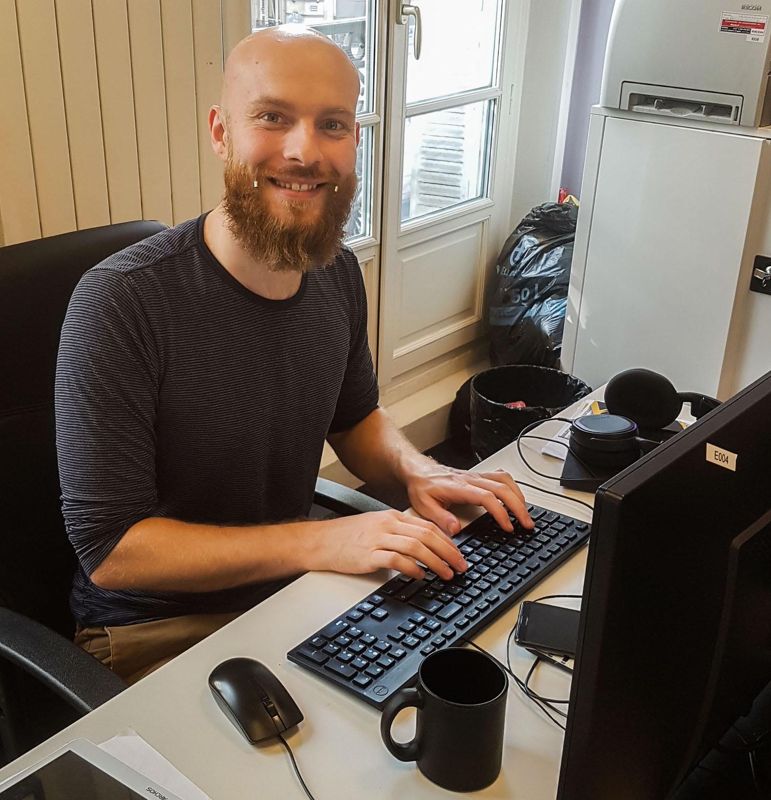 Matthieu, notre clé anglaise maison : développeur, animateur, créateur de sites.
