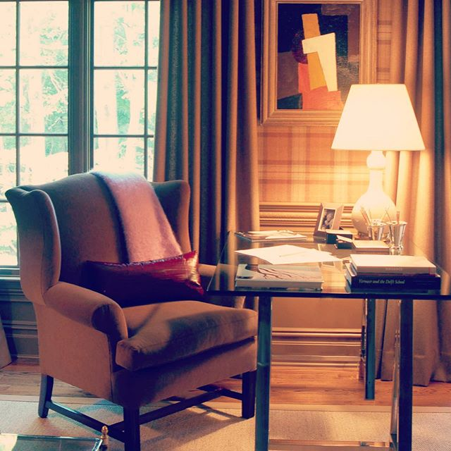 Throwback to the Saddle River Showhouse! You can certainly get work done in this cozy study ! 📚📚📚 Architecture by: @lichtenarchitects  Interior design by: @craigandcompany . . . . . .  #saddlerivernj #saddlerivershowhouse #cozystudy #study #officespace #homelibrary #homelibrarygoals #architecture #design #details #interiors #interiordesign  #architecturedetails #kevinlichten #instaarchitecture  #archilovers #architecure #architecturalphotography  #instadesign