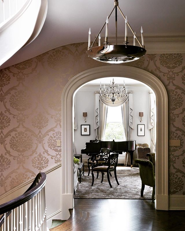 This spacious townhouse initiates an inviting space with a cased opening from its grand foyer. It's open plan creates a comfortable place to enjoy a Sunday evening. Architecture by: @lichtenarchitects Interior design by: @ninacampbellltd , @ninacandlestick 📸: @simonbrownphotography . . . .  #traditionallivingroomdesign #traditionallivingroom #grandfoyer #openstaircase #sundayrelax #architecture #design #interiordesign #interiors #ues #KevinLichten #architects #details #townhouse #traditional #residentialarchitecture #classicaldesign #instaarchitecture #newyorktownhouse #nyc #ues #beautifuldesign #nycliving #archilovers #architecturelovers #architecturalphotography #architecturaldetail