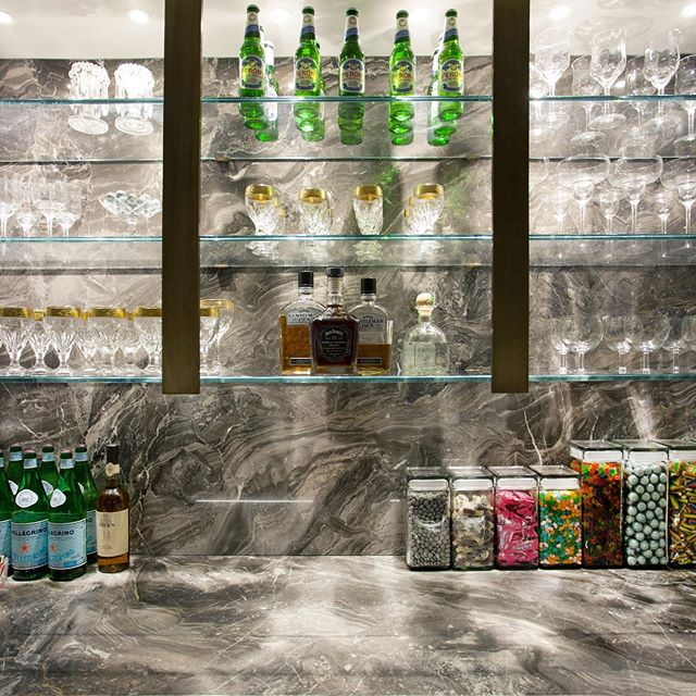 This marble bar with glass shelving creates beautiful space for all of your drinks and fixings 🍾🥂🥃 Architecture by: @lichtenarchitects  Interior design by: @michellegersoninteriors . . . . . . #homebar #chicbar #apartmentbar #architecture #design #details #interiors #interiordesign  #architecturedetails #apartmentlife #kevinlichten #apartment #instaarchitecture #newyorkapartments #nyc #nycliving #archilovers #architecure #architecturalphotography  #instadesign