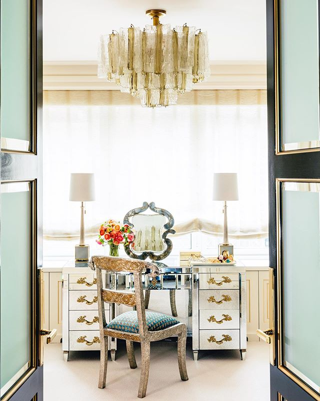 A perfect spot to get glamorous for the upcoming weekend! 💄✨🍾 Architecture by: @lichtenarchitects  Interior design by: @craigandcompany Hardware by: @lisa.jarvis . . . . . . . .  #dressingroom #herdressingroom #crystalchandelier #mirrorfurniture #glamorous #glamorousmakeup #makeupvanity #architecture #design #details #interiors #interiordesign  #architecturedetails #apartmentlife #kevinlichten #apartment #centralparkviews #instaarchitecture #newyorkapartments #nyc #nycliving #archilovers #architecure #architecturalphotography  #instadesign