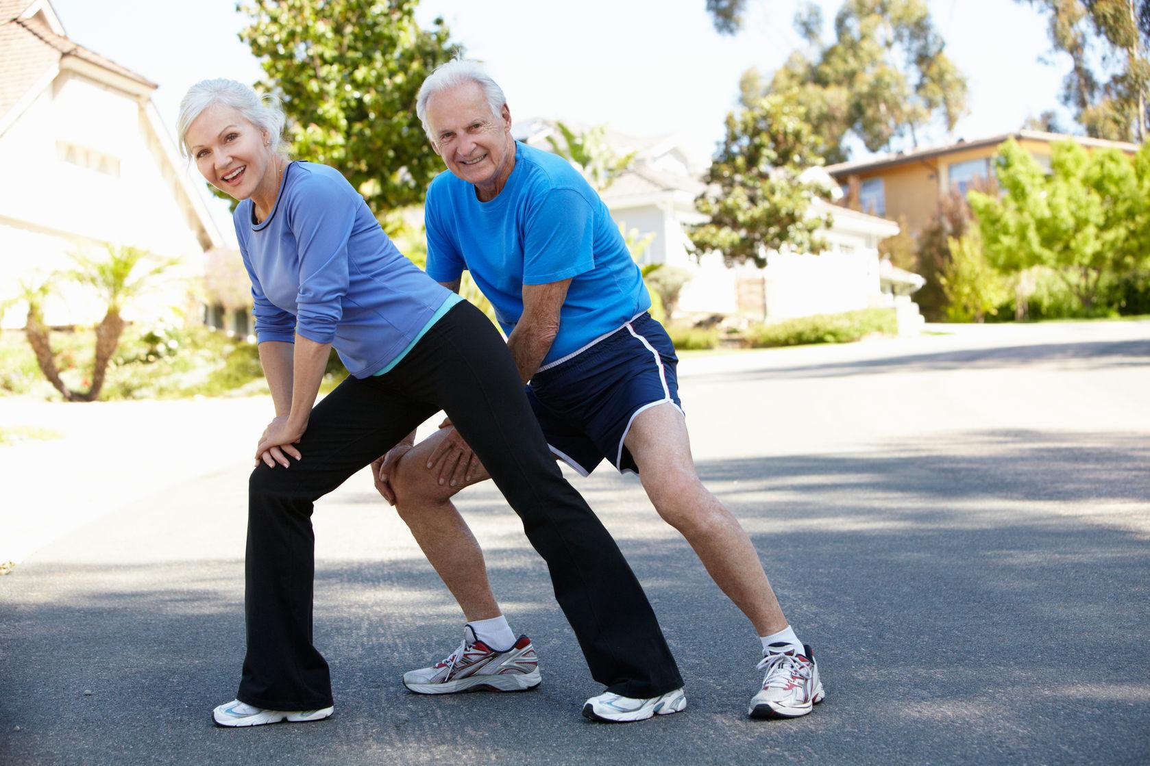 41511814_L_seniors_man_woman_exercise_stretch_active_couple.jpg