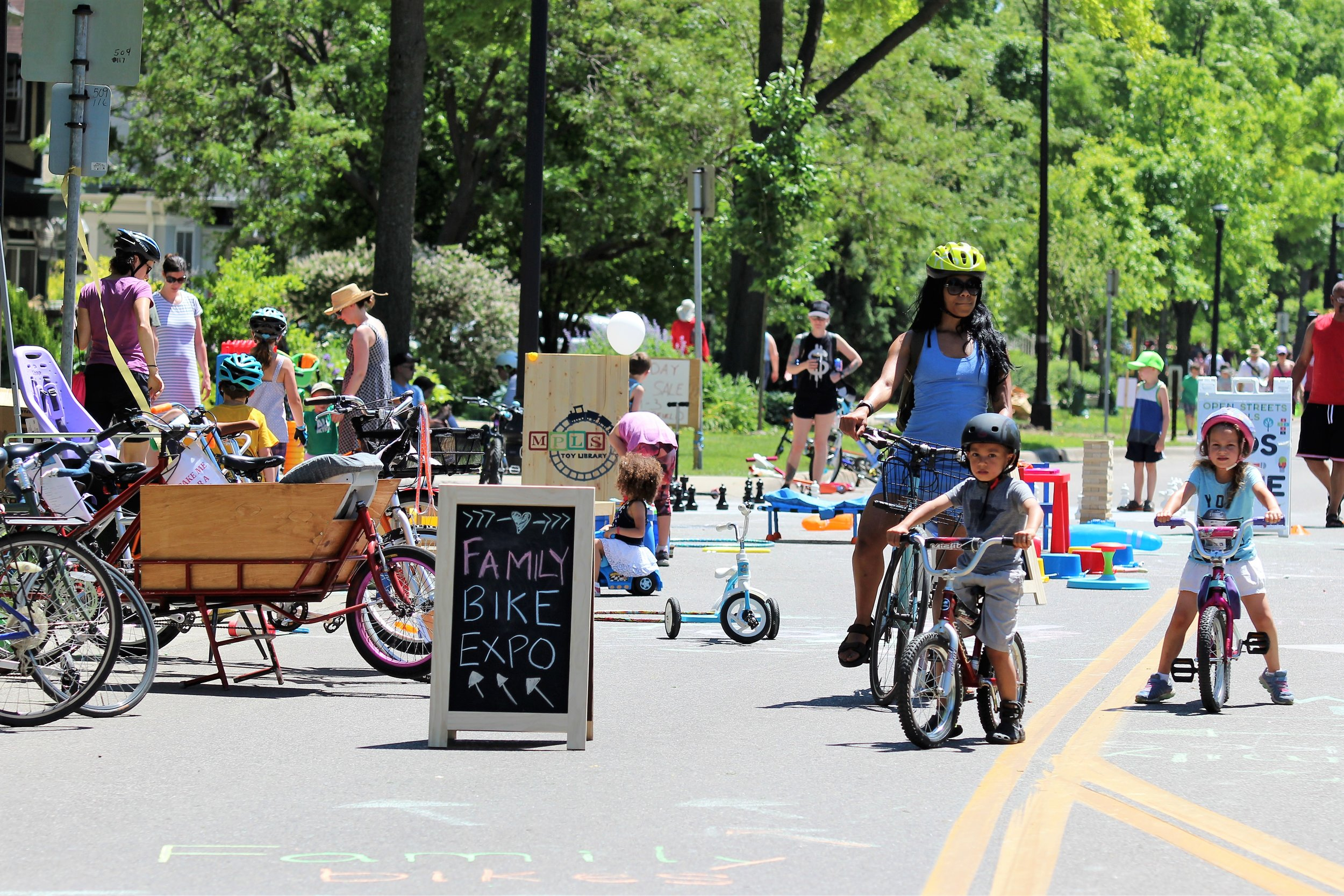 COLORADO CLASSIC OPEN STREETS - Come have fun in a FAMILY FRIENDLY environment!Sunday August 25th10:45 AM to 12:30PM - Open to all10:30AM- Special Kids and families ride, Enter from 22nd and BlakeStay to watch the Pro Women take to the streets of Denver at 1:30!