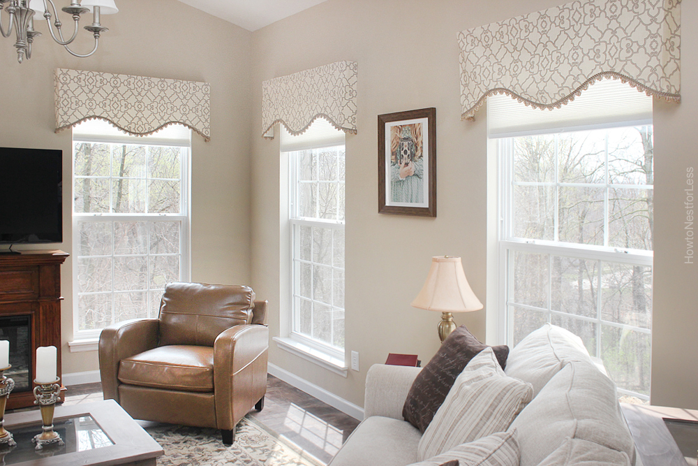 A mounting board is used to mount cornices or valances.
