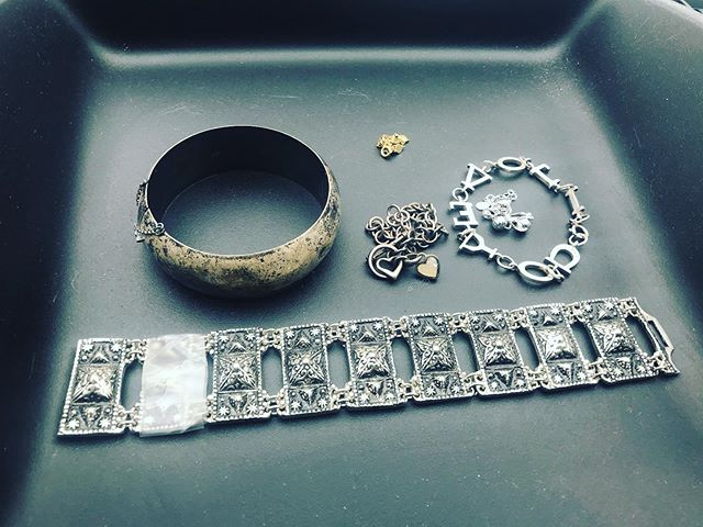 Nice little bit o #sterlingsilver jewelry finds for $6.00 with a 10k gold bracelet.  #sterling #taxco #sterlingsilverjewelry #treasurehunt #treasurehunting #treasurehunter #thrifted #thrifter  #jewelryfinds