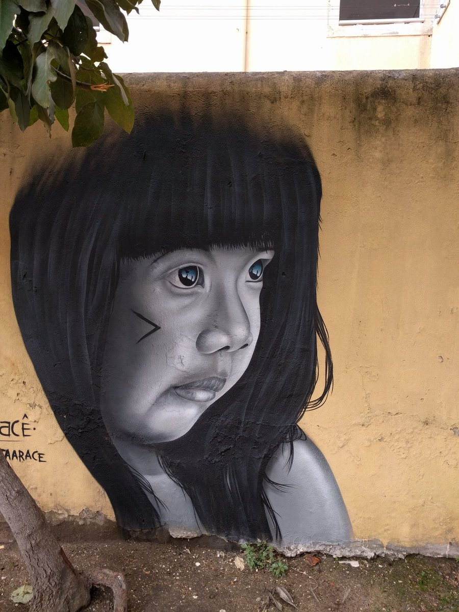 Portugal Grafitti Girl.jpg