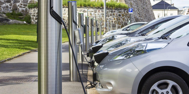 electric-cars-charing-Nissan-UK-.jpg