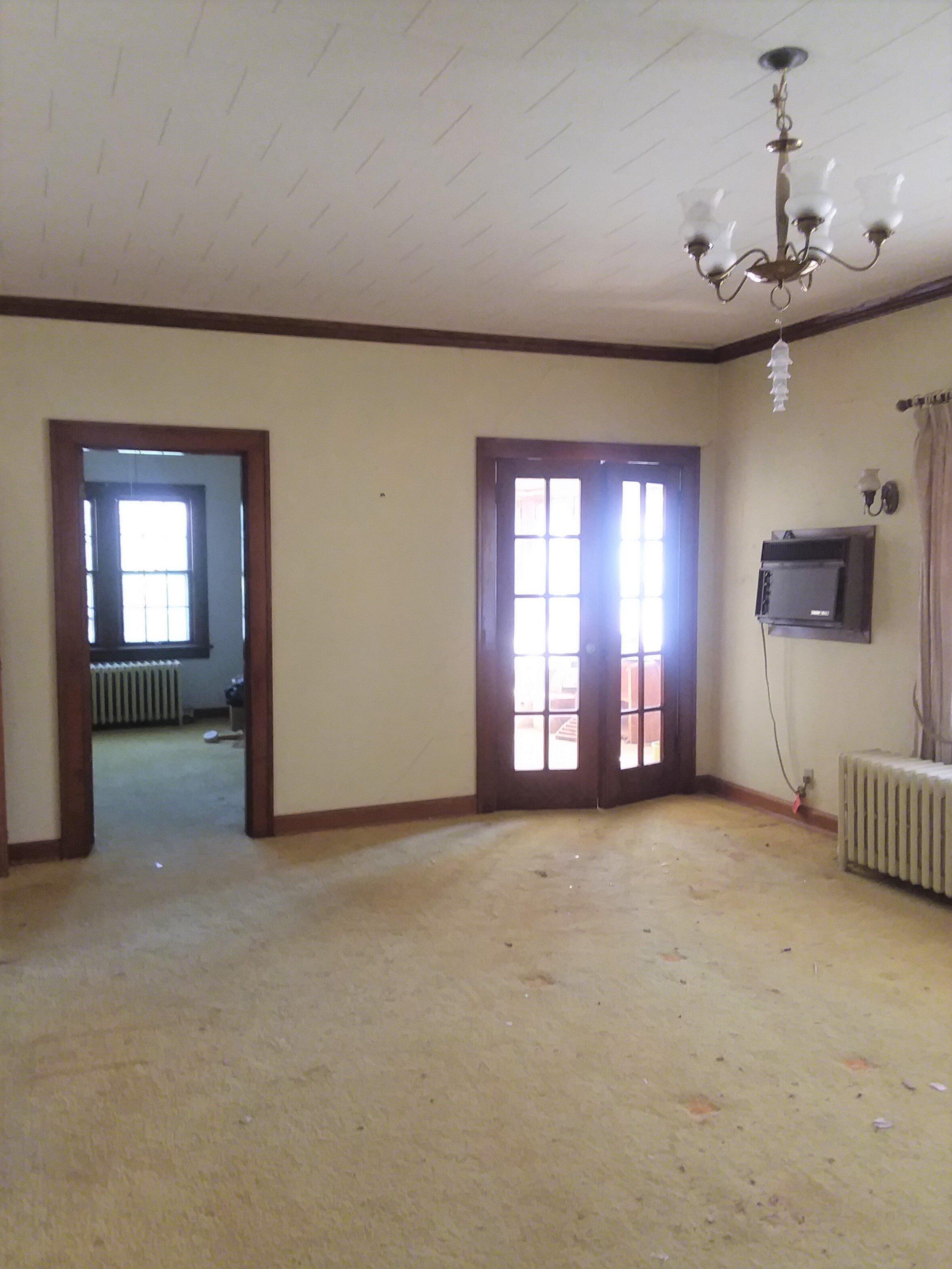 Living room facing east.jpg