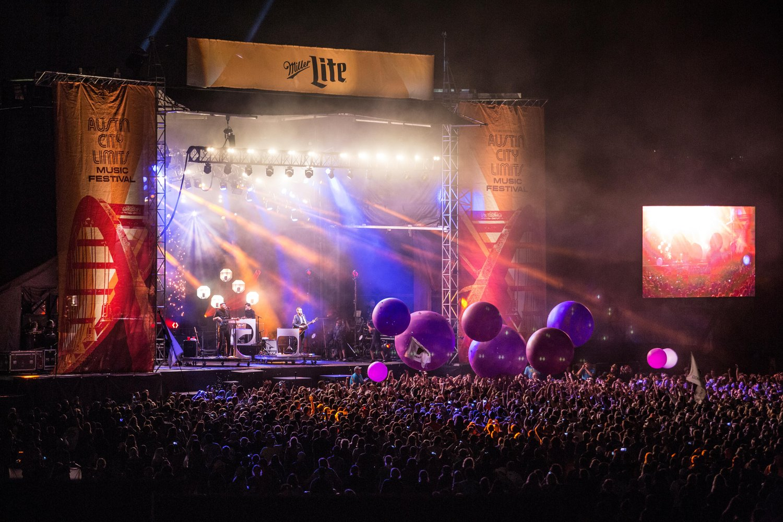 Broken Bells   Balloon Balls during performance at Austin City Limits