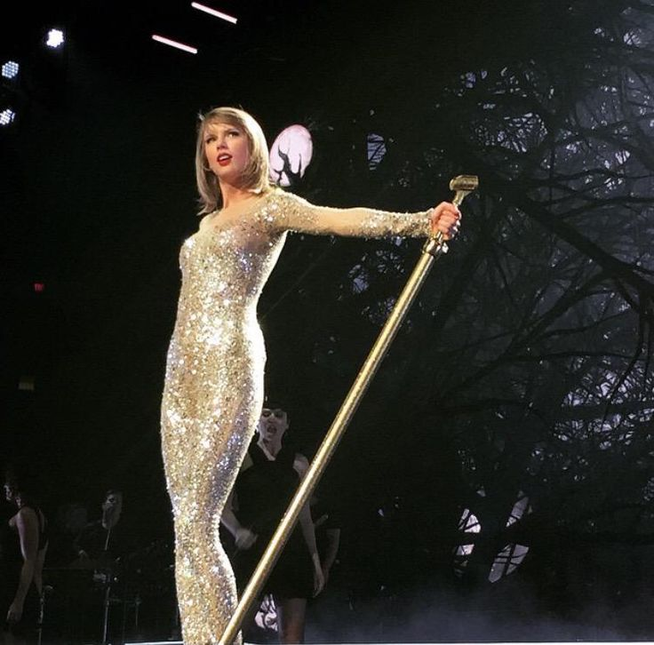 Taylor Swift   Applique drop on stage during  1989  US tour