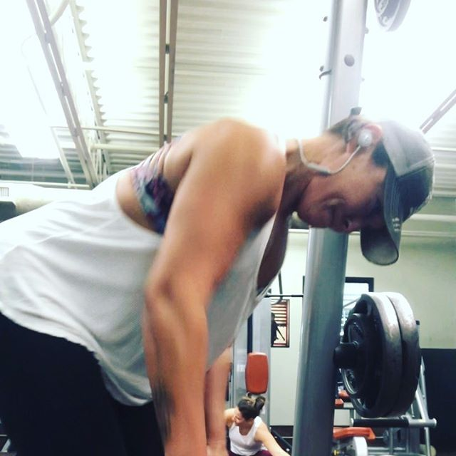 Smith machine one-arm rows.  Time to get thic again.  #back #backday #pull #thicc #tiredaf #muscle #freepeople #liftheavy #consistency #anemic #goldsgymcrofton #personaltrainer